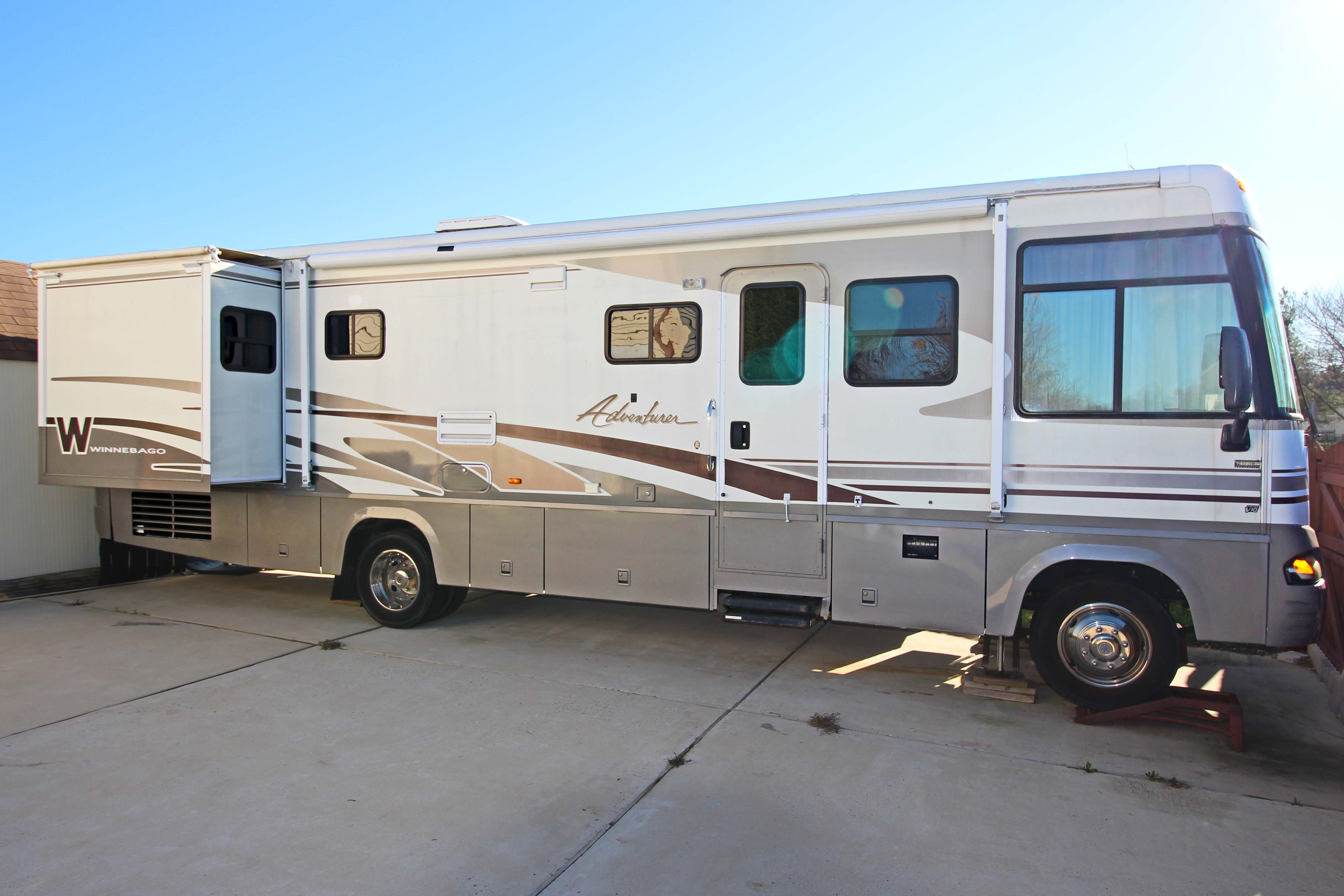 Winnebago Adventurer 2003