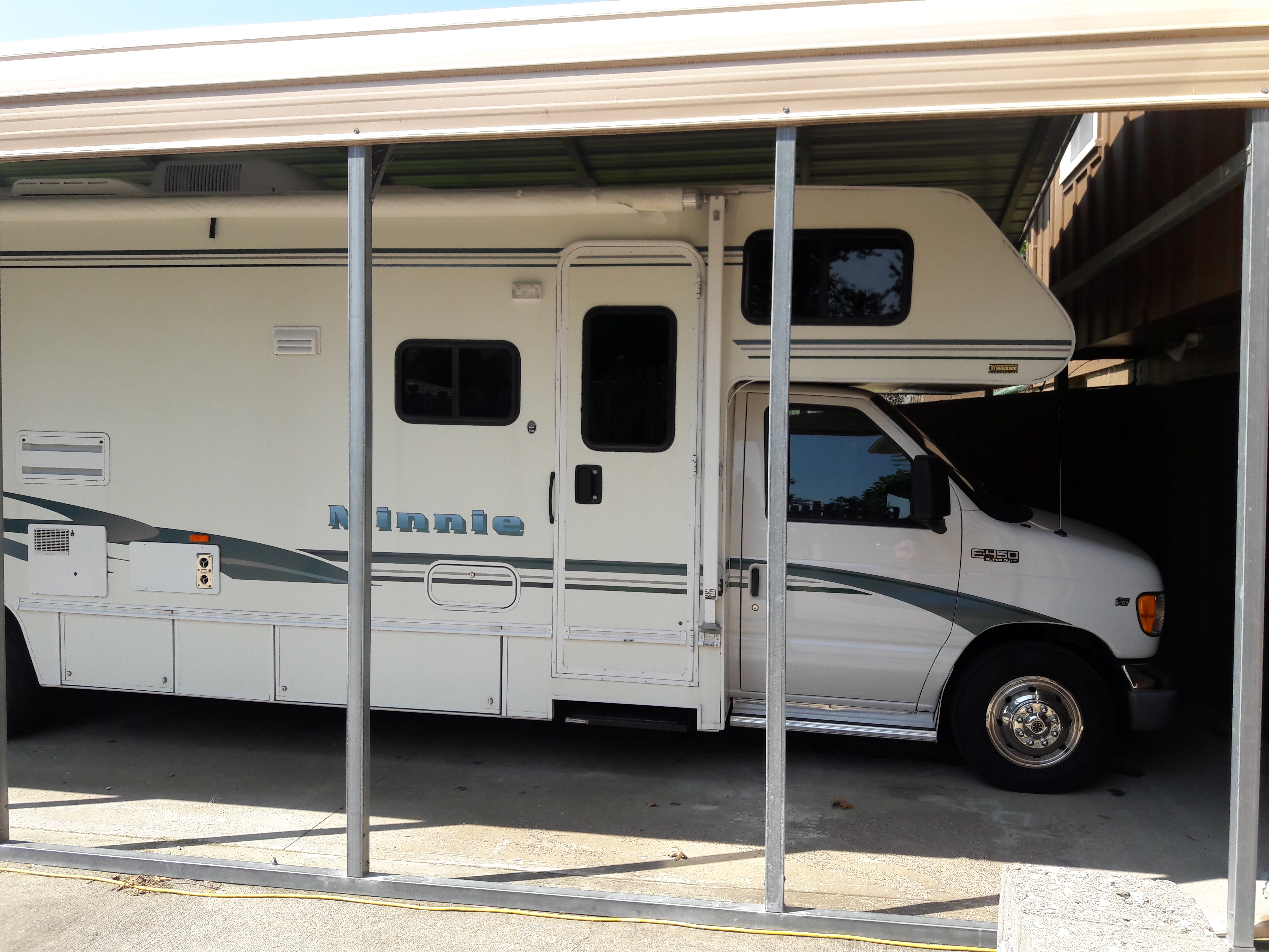 Winnebago Minnie 31C 2002
