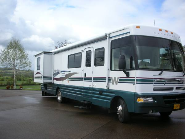 Winnebago, Chieftain 2000