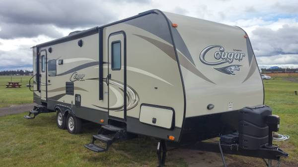 28' Keystone Cougar 28RLSWE with slide out 2016